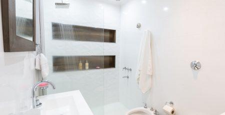 idei de amenajare baie mică