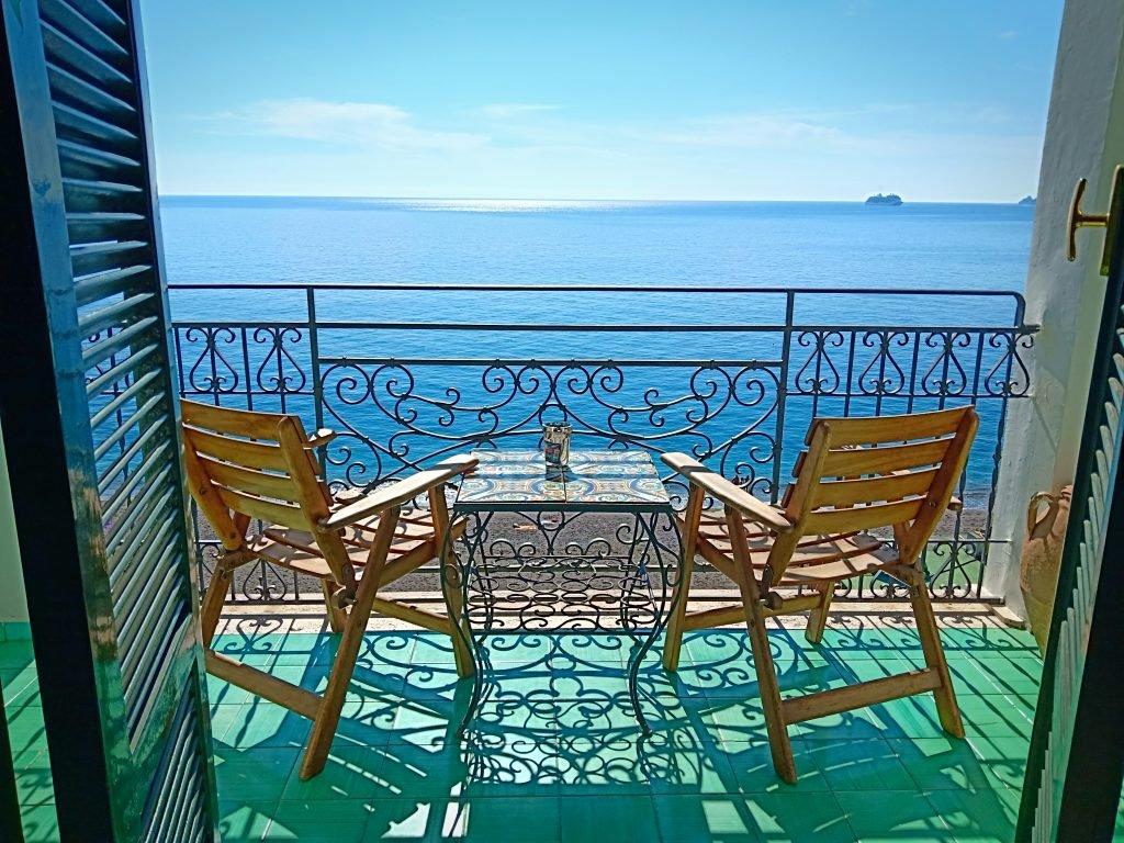 cum să amenajezi balconul în stil mediteranean