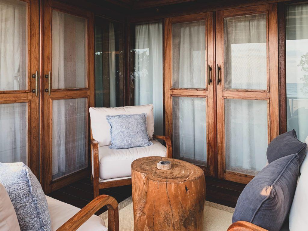 balconul modern cu influențe tradiționale