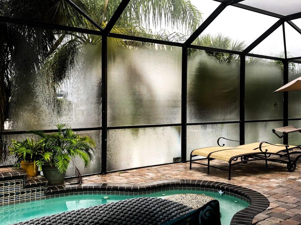 terasă cu piscină